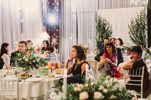 Конкурс для знакомства гостей за столом на свадьбе