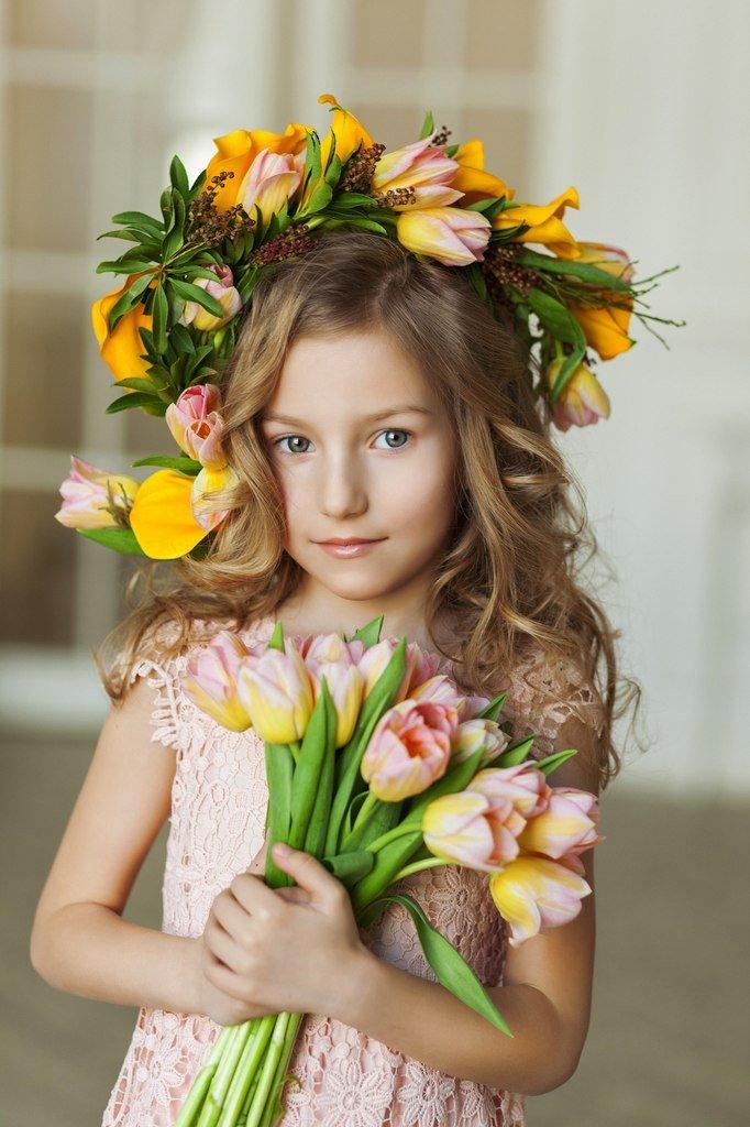 Картинки девочка с тюльпанами