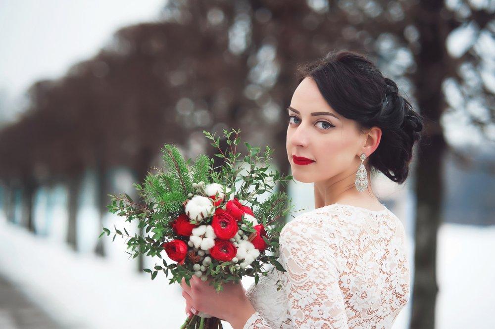 Цветов букет красный с хлопком цветов городе черкесске