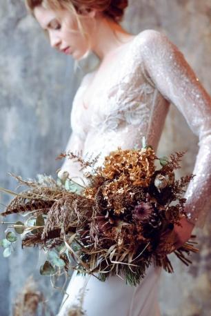 Букет невесты из сухоцветов: протея, мак, гортензия, осока