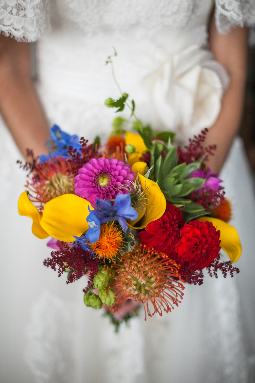 Букетов циний, яркие букеты бразильского флориста