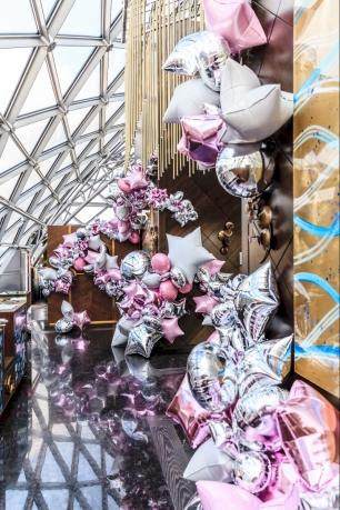 SundayRussiaDecor создают арт-объекты из воздушных шаров, которые меняют представление о свадебном декоре. Необычные решения декораторов завораживают! Это уже больше чем декор, это искусство