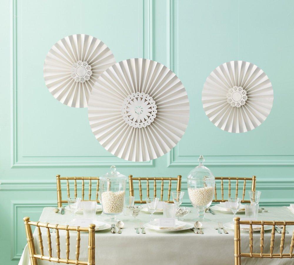 Как сделать бумажные веера для украшения зала