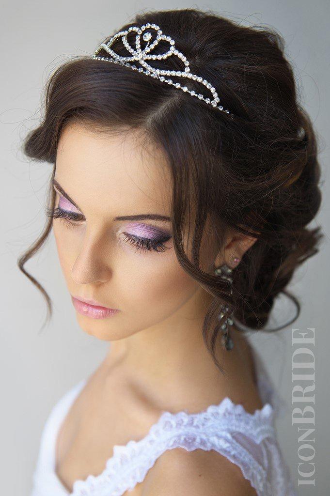 Прически невесты диадемой