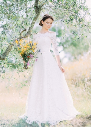Невозможно представить свадебную съемку без лаконичного портрета в полный рост, на котором видно все платье
