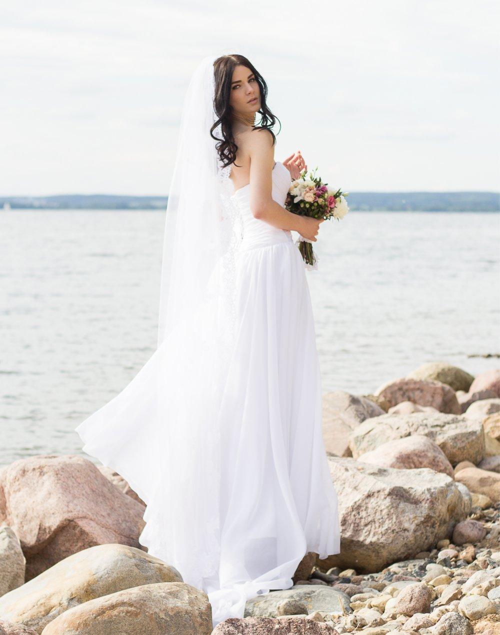 Свадебное платье для фотосессии на море