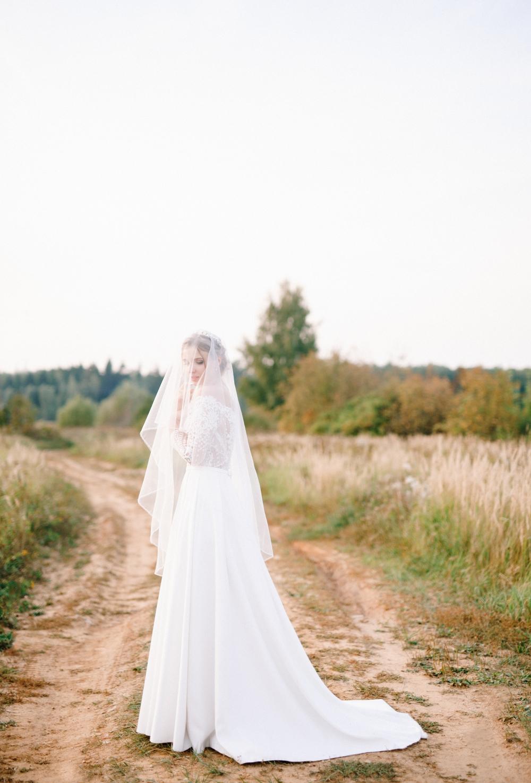 Девушки В Свадебном Платье С Фатой Фото Со Спины | 1475x1000