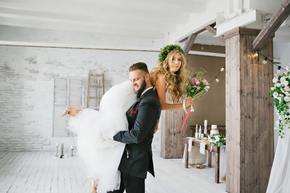 основания свадебная фотосессия в помещении позы уже