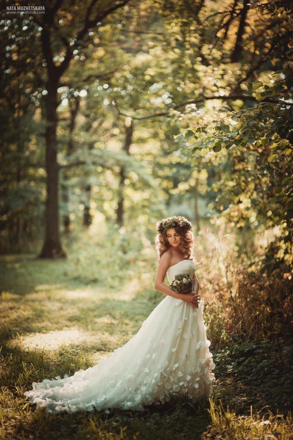 Большими хуями с невестой в лесу групповой красавчиком