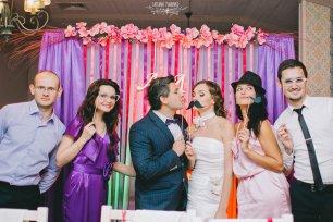 de254a3ffcaf392 Гости на свадьбе в красном цвете. Фотоидеи