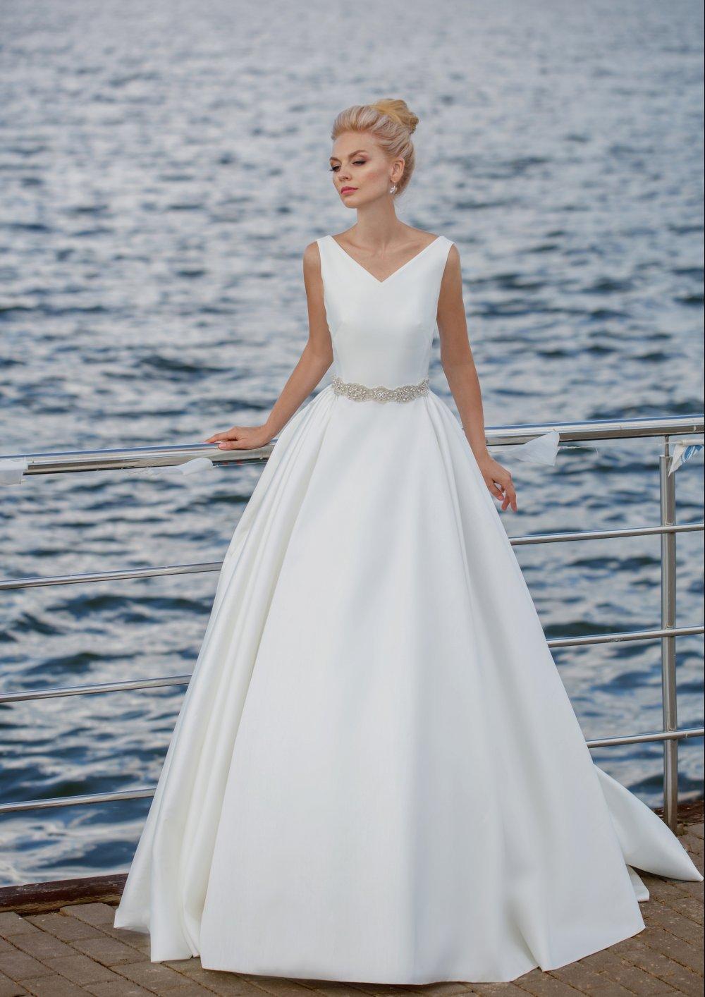 Свадебные платья с в образным вырезом фото