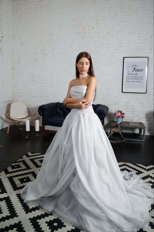 Серое платье от веры вонг
