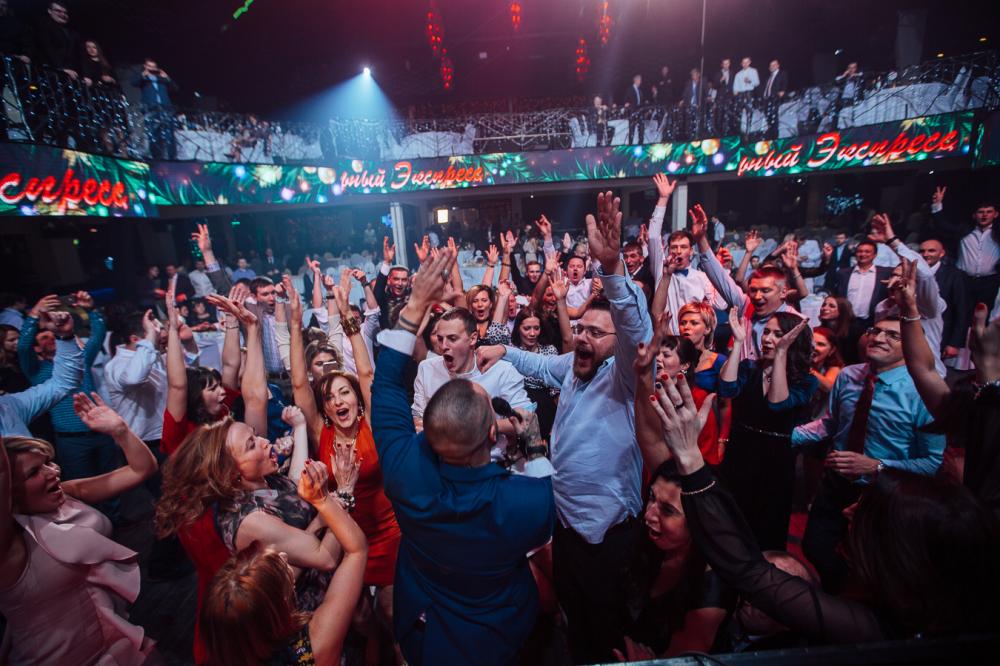 Студент ночной клуб москва работа официантом в ночной клубе в москве