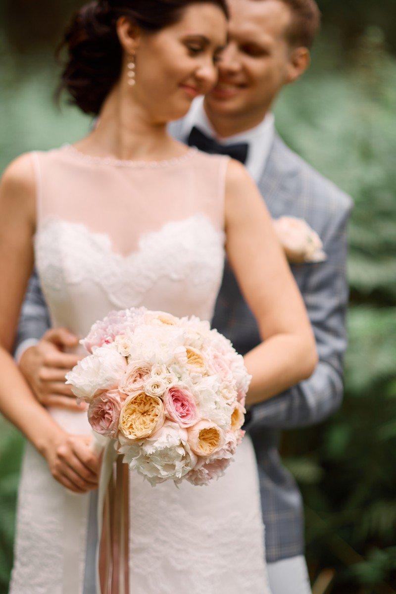 Какой букет подойдет к бежевому платью невесты