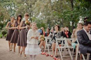Выход подружек невесты и девочка с кольцами