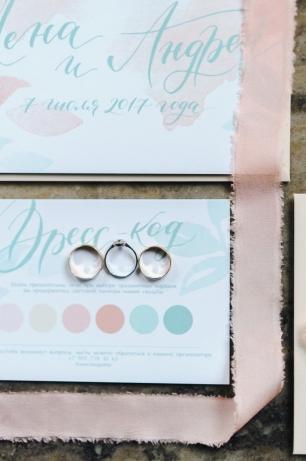 Нежные пригласительные на свадьбу с карточкой дресс-кода