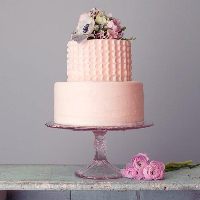 e6ac5e6bee40 Украшен был живыми цветами и имел два уровня, сказать, что он был вкусный  не сказать ничего!!!! Всем рекомендую свадебные торты от Magnolia Bakery!