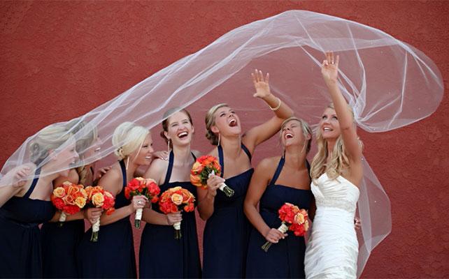 фото невеста и подружки под фатой