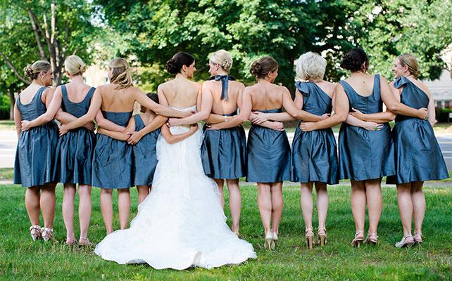 фото невесты и подружек сзади