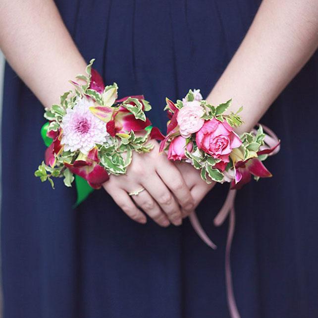 Браслеты с цветами для невесты 22
