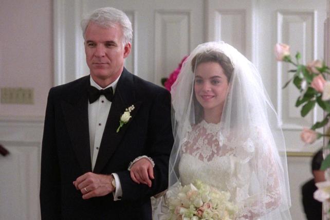 Кейт Хадсон Снимает Свадебное Платье – Война Невест (2009)