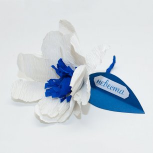 Как сделать бутоньерку-бонбоньерку в виде бумажного цветка