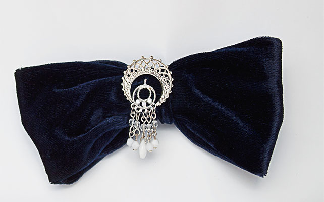 Галстук-бабочка в гламурном стиле свадьбы