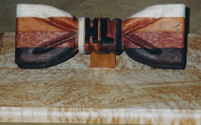 Галстук-бабочка деревянная - стильный тренд