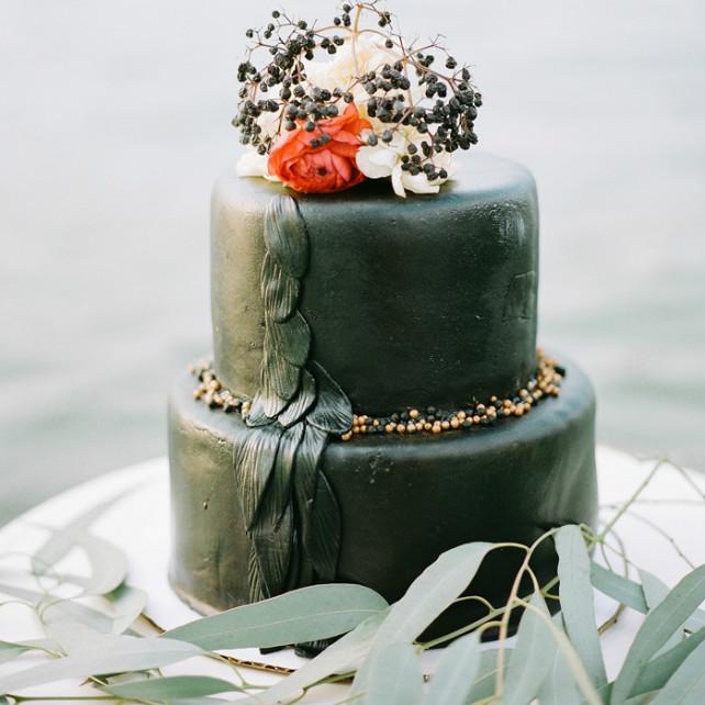 Свадебный торт черный
