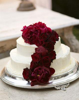 Торт на свадьбу в бордовом цвете