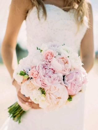 Свадебный букет пионовидные розы