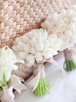 тюльпаны в свадебном декоре, букет невесты из тюльпанов