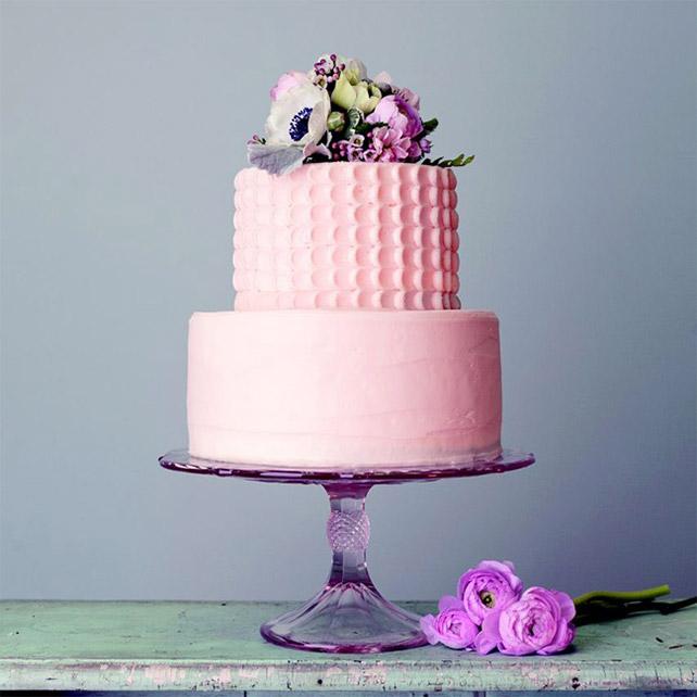 Как подготовить живые цветы для украшения торта