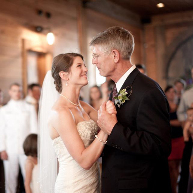 Музыка для свадьбы: 10 трогательных песен для танца