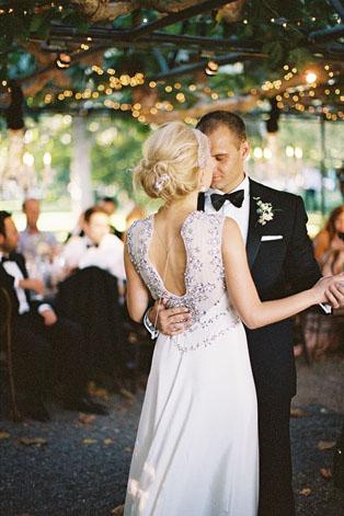 Жених и невеста со спины