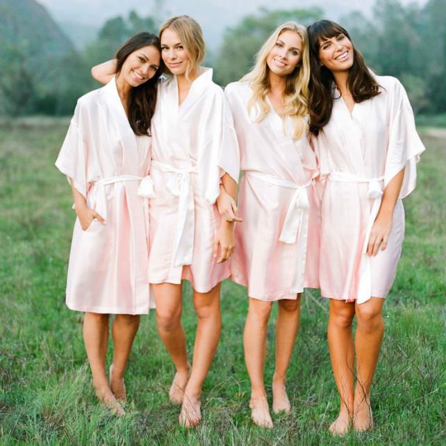Утренний дресс-код: халатики для невесты и ее подружек