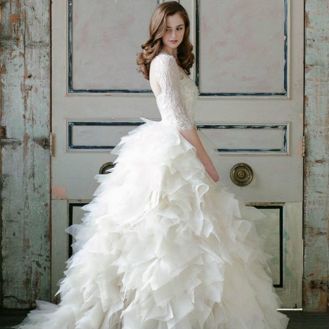d0368bd493a Воздушная невесомость  свадебные платья с рюшами и оборками
