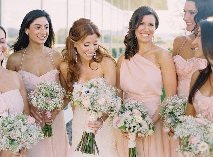 Прическа для подруги на свадьбе