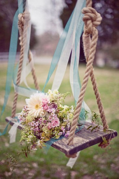 Фото качелей с цветами