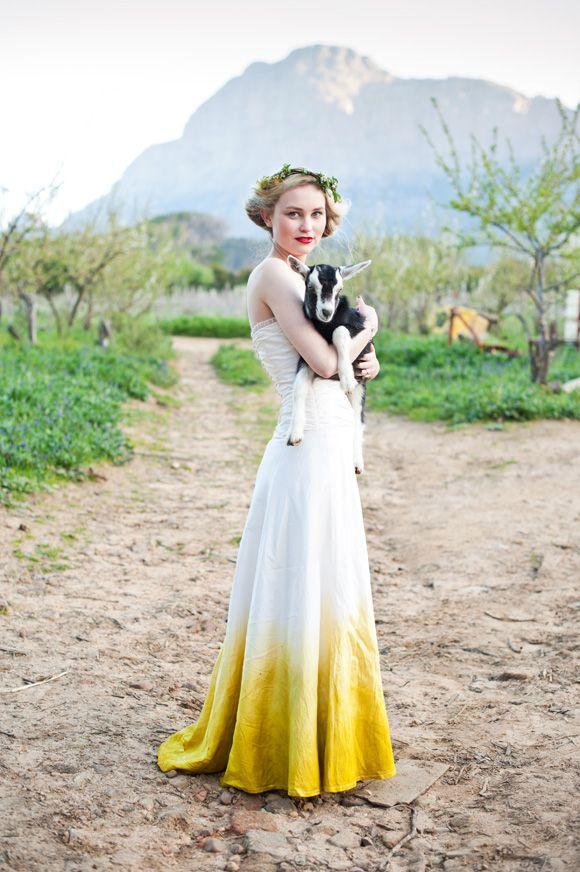 Свадебное платье с цветным подолом