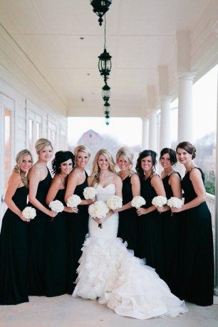 Подружка невесты в черном платье