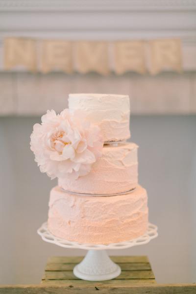 Торт на свадьбу персикового цвета