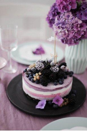 Торт с замороженными лесными ягодами