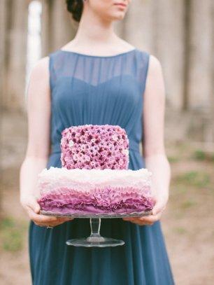 Двухъярусный торт в стиле омбре