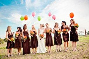 Фотосессия невесты с подружками и воздушными шарами