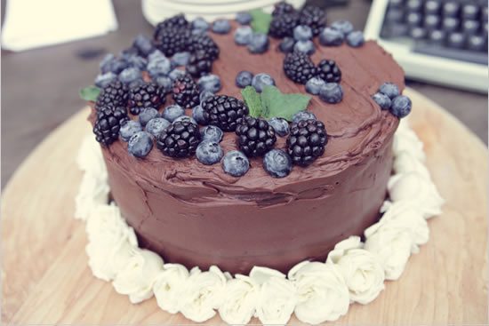 торт украшенный ягодами фото