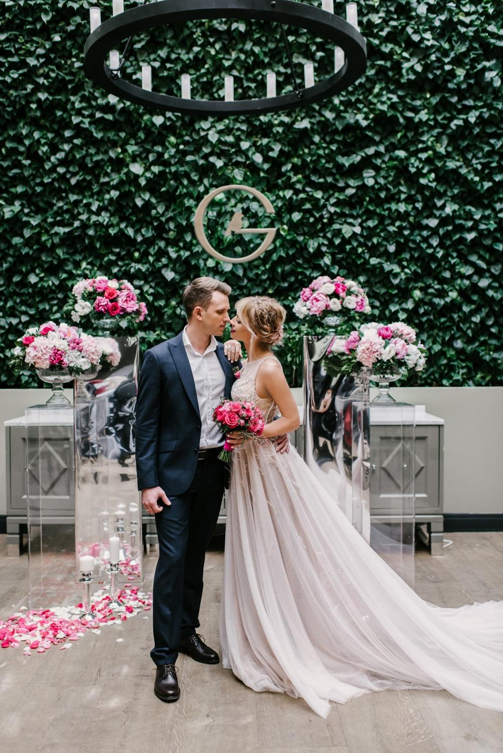 Cosmopolitan wedding