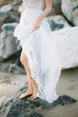 На свадебное платье одевают сверху что