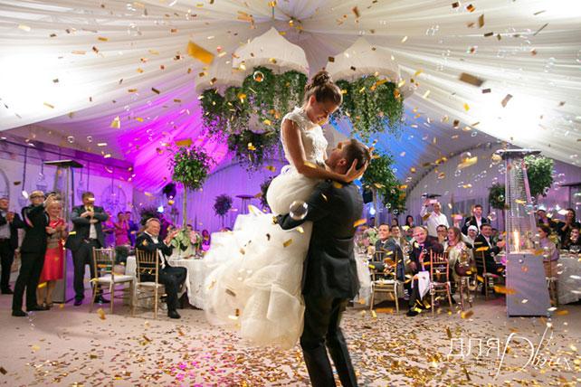 Жених и невеста на торжестве