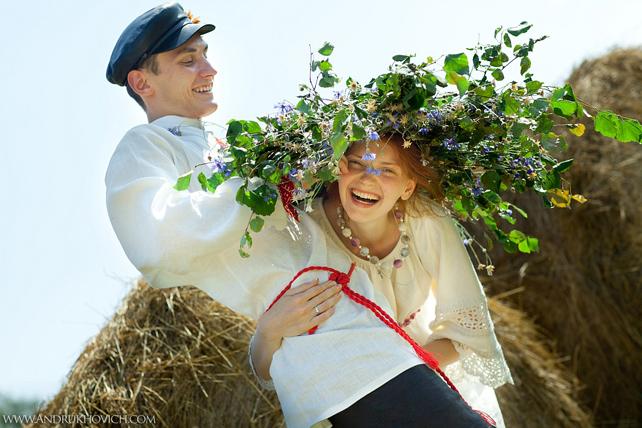 Свадьба в русском народном стиле, невеста в венке